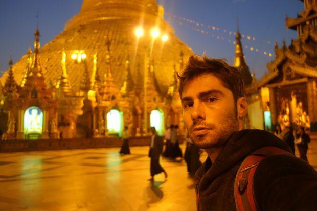 Cette fois-ci le reveil avait sonne a 4h du matin pour assister a la meditation des moines et des habitants du cote de la Birmanie.