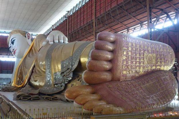 Les dessous de pieds de Bouddha rende chance il vous faut trouver votre signe selon votre lieu de naissance et le jour photo blog voyage Chaukhtatgy Paya http://yoytourdumonde.fr