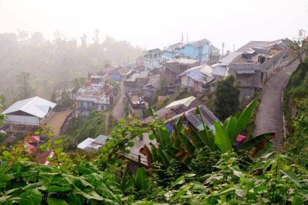 Brouillard à Darjeeling photo blog voyage tour du monde http://yoytourdumonde.fr