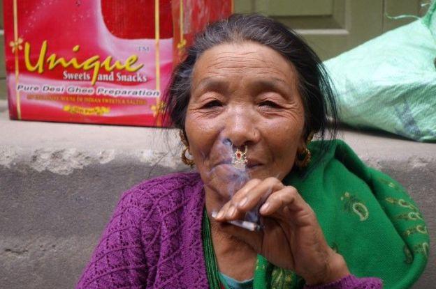Marché de Gayzing au Sikkim en compagnie des minorités ethniques qui peuples l'Himalaya. Photo blog voyage tour du monde http://yoytourdumonde.fr