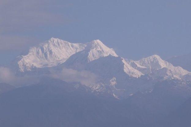 Troisieme sommet le plus haut du monde le levé du soleil sur le Khangchendzonga à Pelling au Sikkim est magnifique photo blog voyage tour du monde http://yoytourdumonde.fr