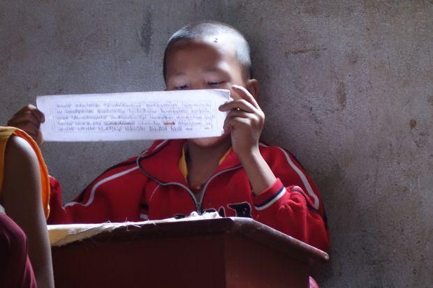 L'une des caracteristiques du Bouddhisme et qu'il faut apprendre enormement par coeur.