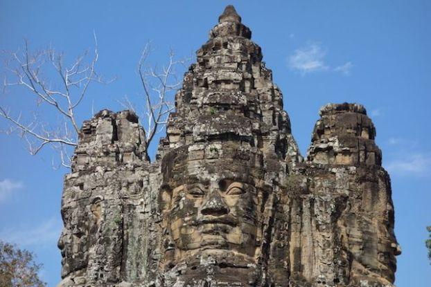 Visages que les murs d'Angkor Thom pour proteger les temples d'Angkor blog photo http://yoytourdumonde.fr