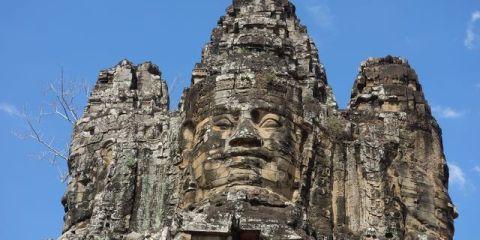 Le temple Bayon à Angkor au Cambodge avec ces visages representant pourquoi pas Bouddha. Photo blog yohann tour du monde. http://yoytourdumonde.fr