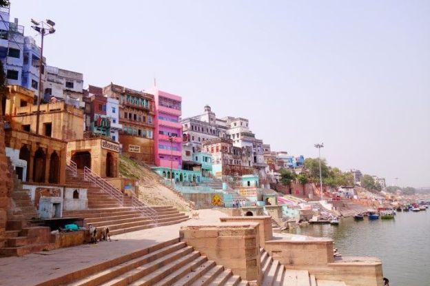 Je pourrai rester des heures sur les ghats de Varanasi à contempler l'Inde. Photo blog voyage tour du monde http://yoytourdumonde.fr