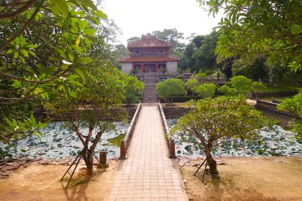Le mausolée de Minh Mang est assez grand sur cette partie vous voyez qu'une petite partie. Photo blog voyage tour du monde vietnam hué http://yoytourdumonde.fr