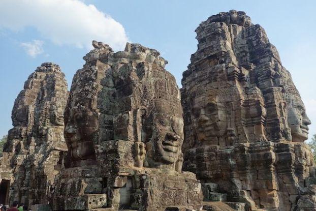 Les visages énigmatique du Baylon dans les temples d'Angkor photo blog http://yoytourdumonde.fr