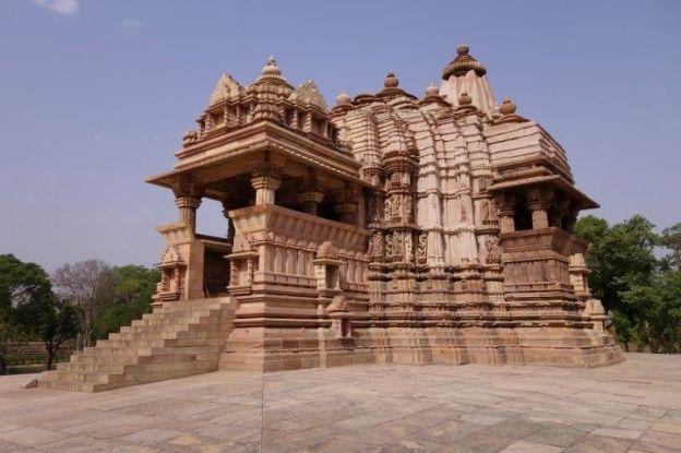 Les temples de Khajuraho ou des scenes erotiques sont très presentes sont inscrit au Patrimoine de l'Unesco. Photo blog voyage tour du monde http://yoytourdumonde.fr