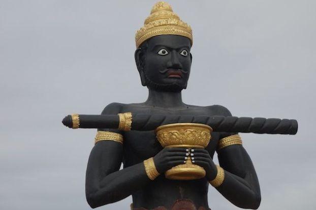 Selon la legende un geant a fait tomber un baton a Battambang au Cambodge creusant une riviere photo blog http://yoytourdumonde.fr