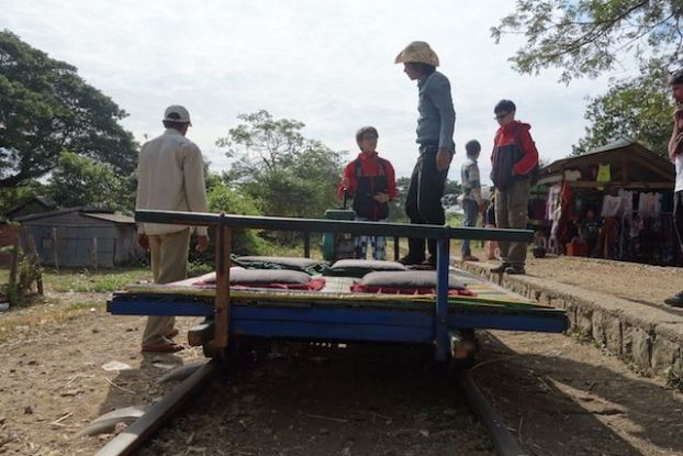 Exemple de wagon avec le train en bombou à Battambang blog photo http://yoytourdumonde.fr