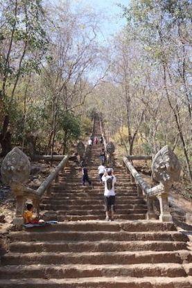 Il vous faudra monter plus de 300 marches pour voir le spectacle de Wat Banan Temple photo blog http://yoytourdumonde.fr