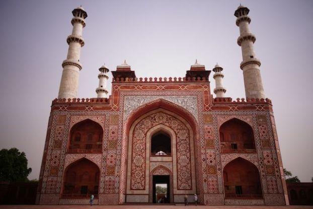 Le Mausolée d'Akbar à Agra en Inde est magnifique! photo blog voyage tour du monde http://yoytourdumonde.fr