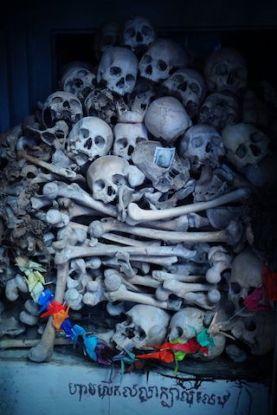 Pol Pot à fait des millions de morts des fausses communes ont été decouverte du coté de Battambang au Cambodge photo blog http://yoytourdumonde.fr