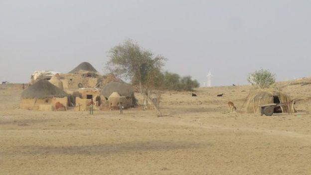 Le désert de Thar pourrait largemement etre un lieu de tournage du film Star Wars avec des decors et des villages dans le deserts de Thar magnifique photo voyage blog tour du monde http://yoytourdumonde.fr