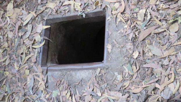Entrée d'un tunnel de Cu Chi dans le Delta du Mekong
