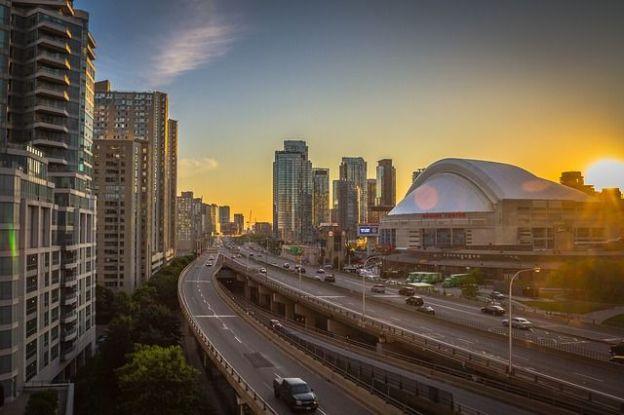 Toronto la plus grande ville du Canada a un charme fou avec ces building. Savez-vous que certains grands films sont filmés ici photo blog voyage tour du monde http://yoytourdumonde.fr