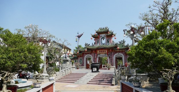 Le majestueux Temple de Phuc Kien d'Hoi An photo blog tour du monde http://yoytourdumonde.fr