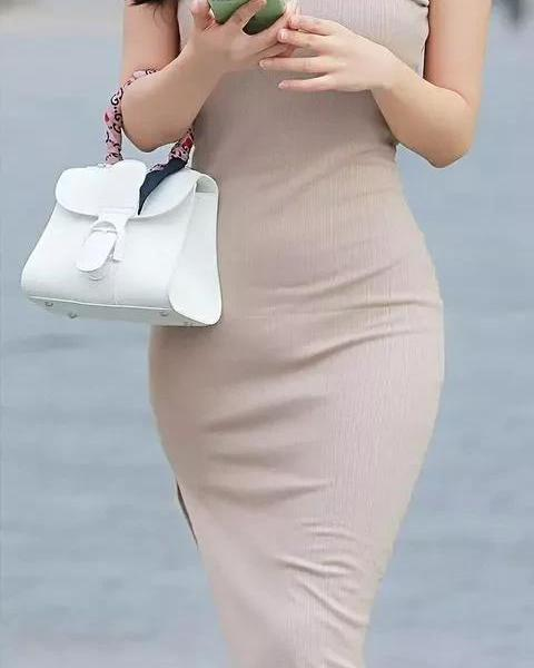 What do you wear today? Elegant flesh-colored dress, elegant and sexy