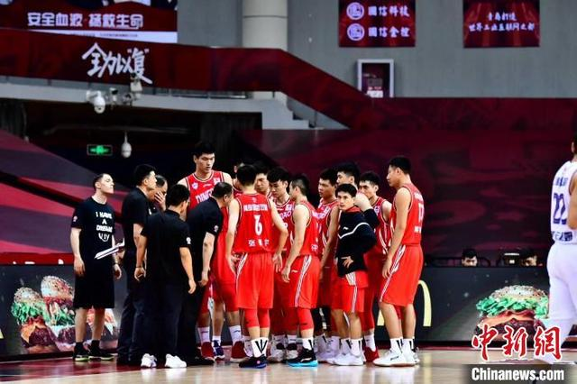 The 37th round of the CBA Shanghai team beat the Qingdao team
