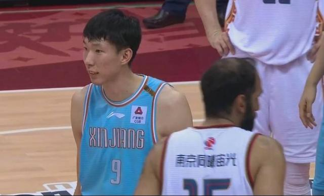 Attack and defense domination! Zhou Qi cut 33 points, 13 boards, 3 assists, 3 breaks and 5 caps