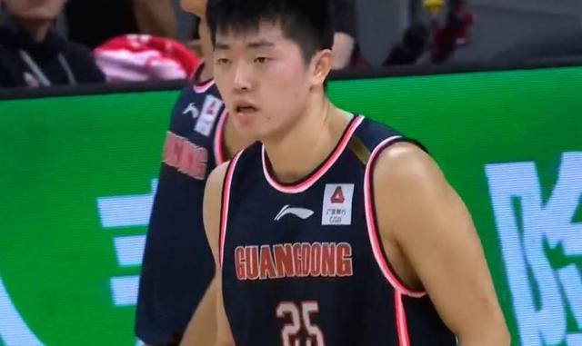 Make another one! Guangdong teenager Zhang Haojia scored a career-high 16 points in 8 of 10