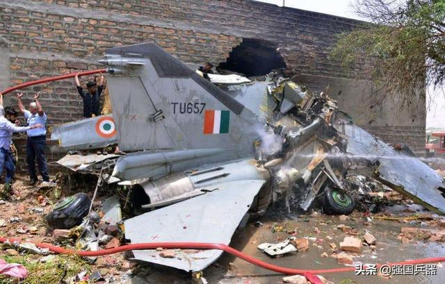 Double-sided pinch? Pakistan Railway deployed 20,000 soldiers, the Indian fighter plane was shot down by the Nepalese army, and the pilot was detained