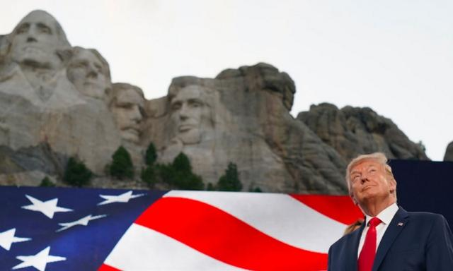 """Trump went to""""President Hill"""" to watch the fireworks on Independence Day, thousands of demonstrators stopped to protest"""
