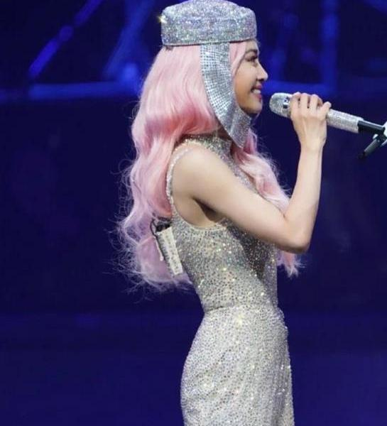 How thin is Jolin Tsai's skirt? When the lens is zoomed in, turn on the minor protection mode