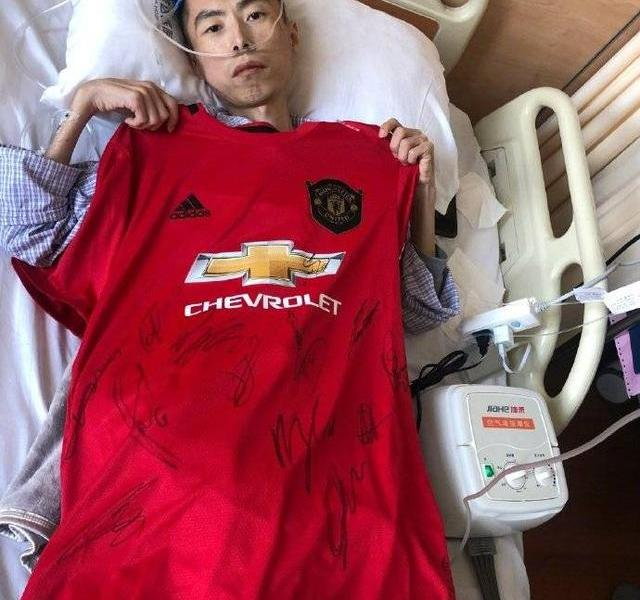 Robe with the child! Manchester United dedicate victory to coach Jing Yongxing who died of cancer