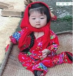 The 5-year-old daughter went to play in the country's grandmother's house. One month later, Bao's mother came to pick up the baby and was frightened:she became a village girl?