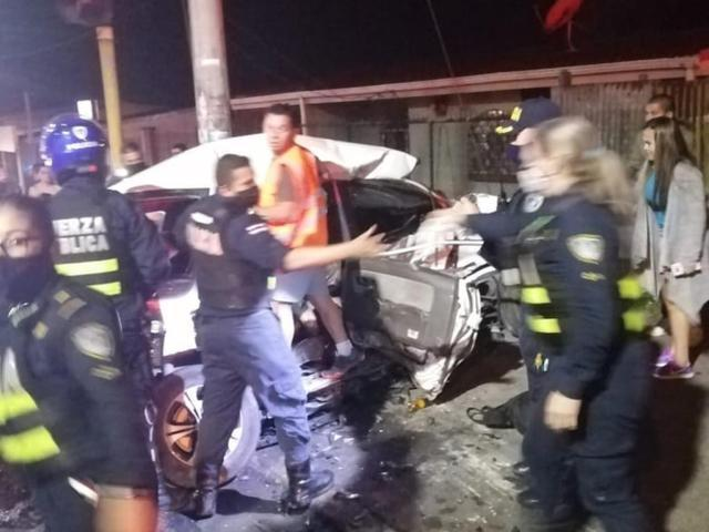 A family of 7 was hit by a police car while driving home. All 7 people died. The neighbors witnessed the whole process