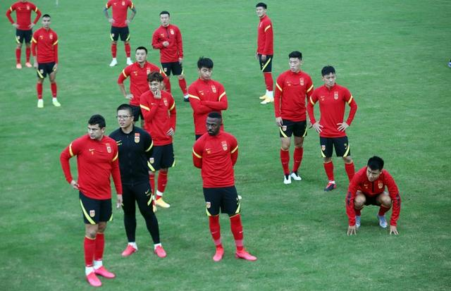 """Reporter:Portuguese may be the""""third official language"""" of the national football team now"""