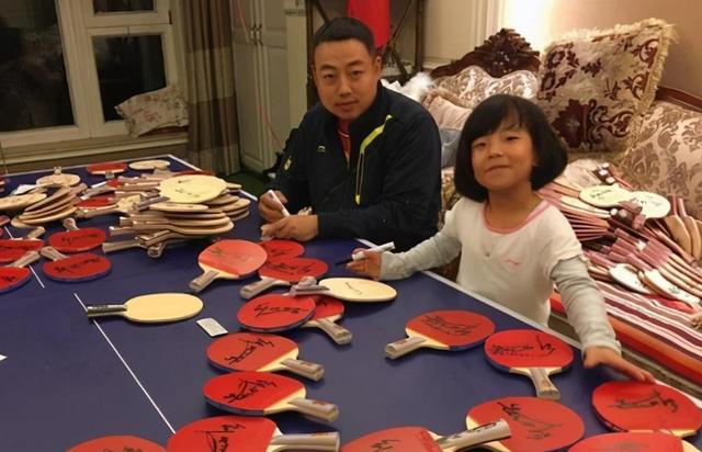The home of the Chairman of the Table Tennis Association Liu Guoliang is exposed:the table tennis table is used as a coffee table and a desk! But when it comes to luxury, Wang Nan's over 100 million villas are more attractive