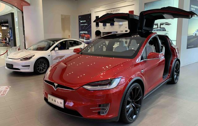 Musk's tweet hinted that Xiaopeng's car had plagiarized, and He Xiaopeng replied:next year we are going to be beaten by us to find it