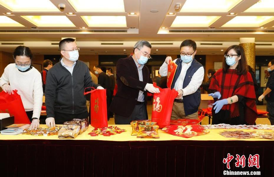 """The Chinese Consulate General in New York distributes """"Spring Festival packages"""" to overseas students and overseas Chinese"""