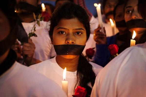 Indian soldiers kidnapped the girl, and took turns assaulting the girl with the two companions. After that, the 4 people lived together