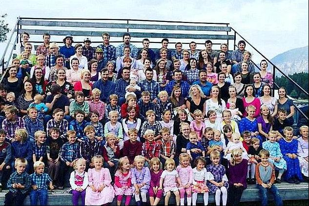 Dad married 27 wives and had 150 children? ! Three brothers expose mysterious cult family