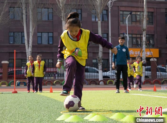 Girls' Football Festival enters Ningxia, little athletes gallop on the green field
