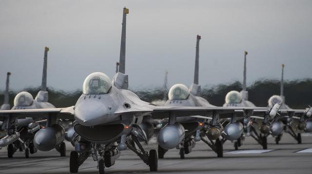 The Chinese and American fighter planes appeared in the South China Sea on the same day:the People's Liberation Army dispatched 25, and the 4 U.S. fighter planes were all full of missiles