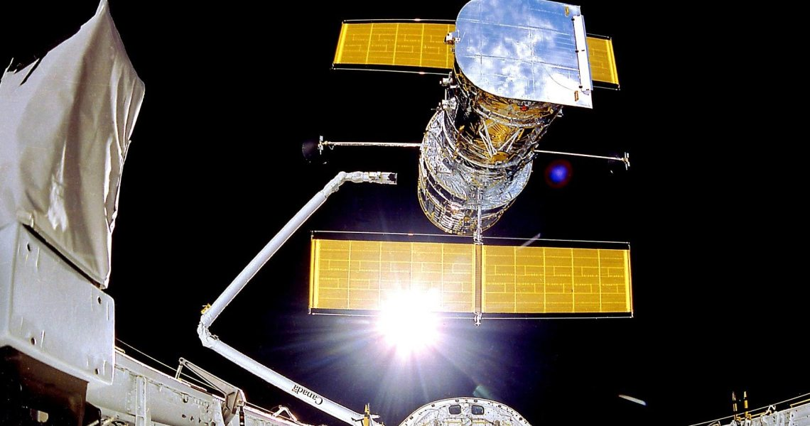 The computer on the Hubble Space Telescope stops working unexpectedly, NASA is resuming operations