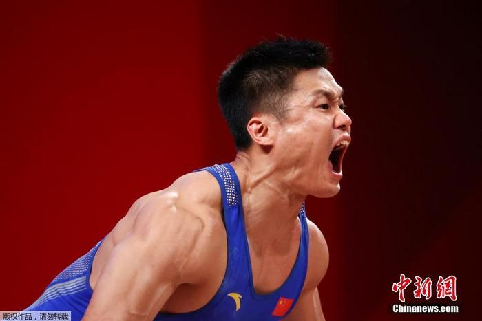 Take four golds! Yu Jie scored 99 points for the Chinese men's weightlifting team