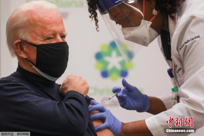 Biden, 78, publicly vaccinated the new crown vaccine booster to encourage Americans to vaccinate