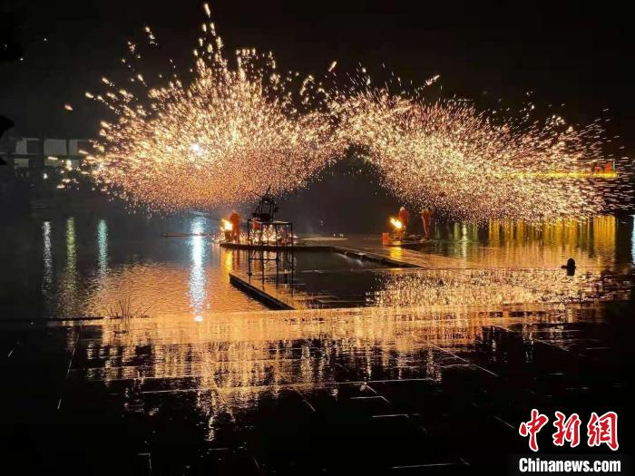 The National Day is approaching, the tourism in Guangdong Province is heating up, and the scenic spots promote new projects and new ways to welcome visitors