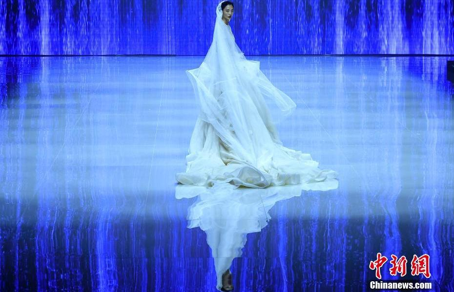 Gezhongge 2022 Spring/Summer Brand Fashion Appears at the Closing Ceremony of China International Fashion Week