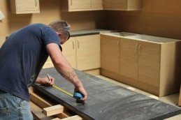 Kitchen fitting course in action