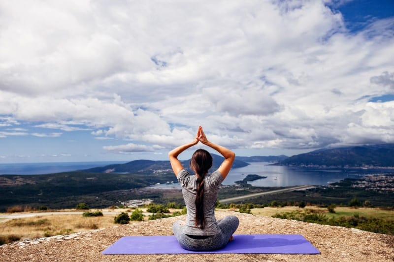 how to maintain a yoga routine when you travel grokker review