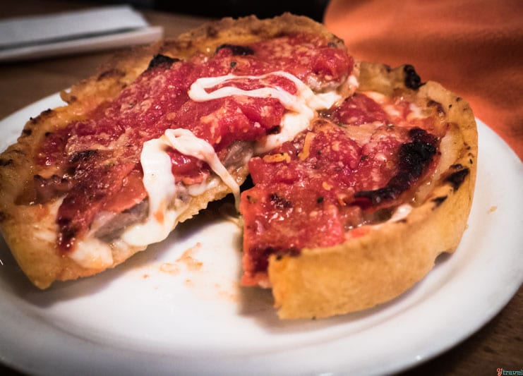 Lou Malnatis Deep dish pizza Chicago (2)