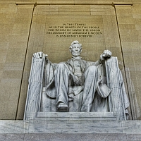 Finally-as-all-the-reporters-secret-service-and-adoring-Obama-fans-have-left-a-shot-of-Abe-Lincoln-himself