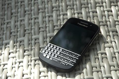 BlackBerry Q10 specs