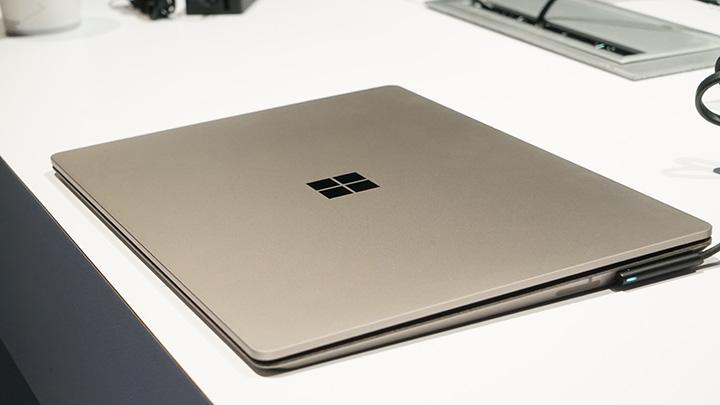 Kết quả hình ảnh cho Surface Laptop Graphite Gold